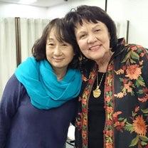 トリシアさんワーク 大野百合子さんと雑誌の記事に添付されている画像