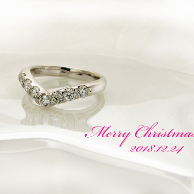 クリスマスプレゼントにV字ダイヤリングを♡の記事に添付されている画像