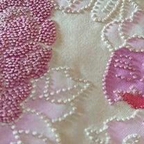 相良(さがら)刺繍の帯の記事に添付されている画像