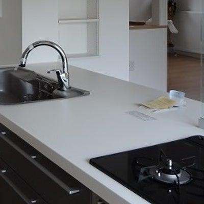 キッチン回りの腰壁・・・立ち上がりの腰壁の高さと形状!の記事に添付されている画像