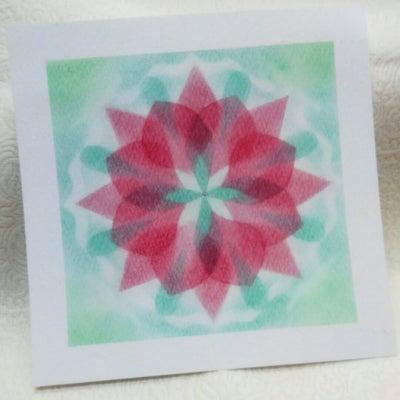 色を重ねるプラスのアートの記事に添付されている画像
