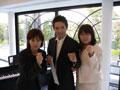 木村章司さん、さとう珠緒さんと一緒に記念撮影させたいただいている福田りえ