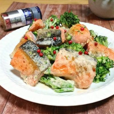 ピンクペパーがアクセント。鮭とブロッコリーの鮭マヨの記事に添付されている画像