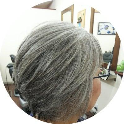 白髪染をやめて1年完成?の記事に添付されている画像