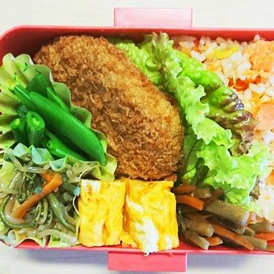 鮭チャーハン&コロッケ弁当(*^▽^*)正月の餅終わりました♪の記事に添付されている画像