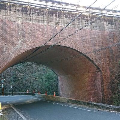 煉瓦積みの陸橋と中央線 12/31の記事に添付されている画像