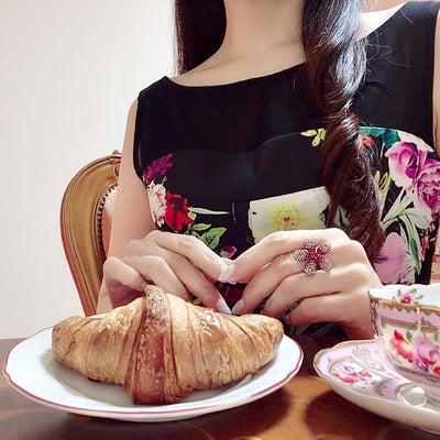 【マナー取材】パイ生地フードを食べる時のNGマナー9選!ご覧くださいの記事に添付されている画像