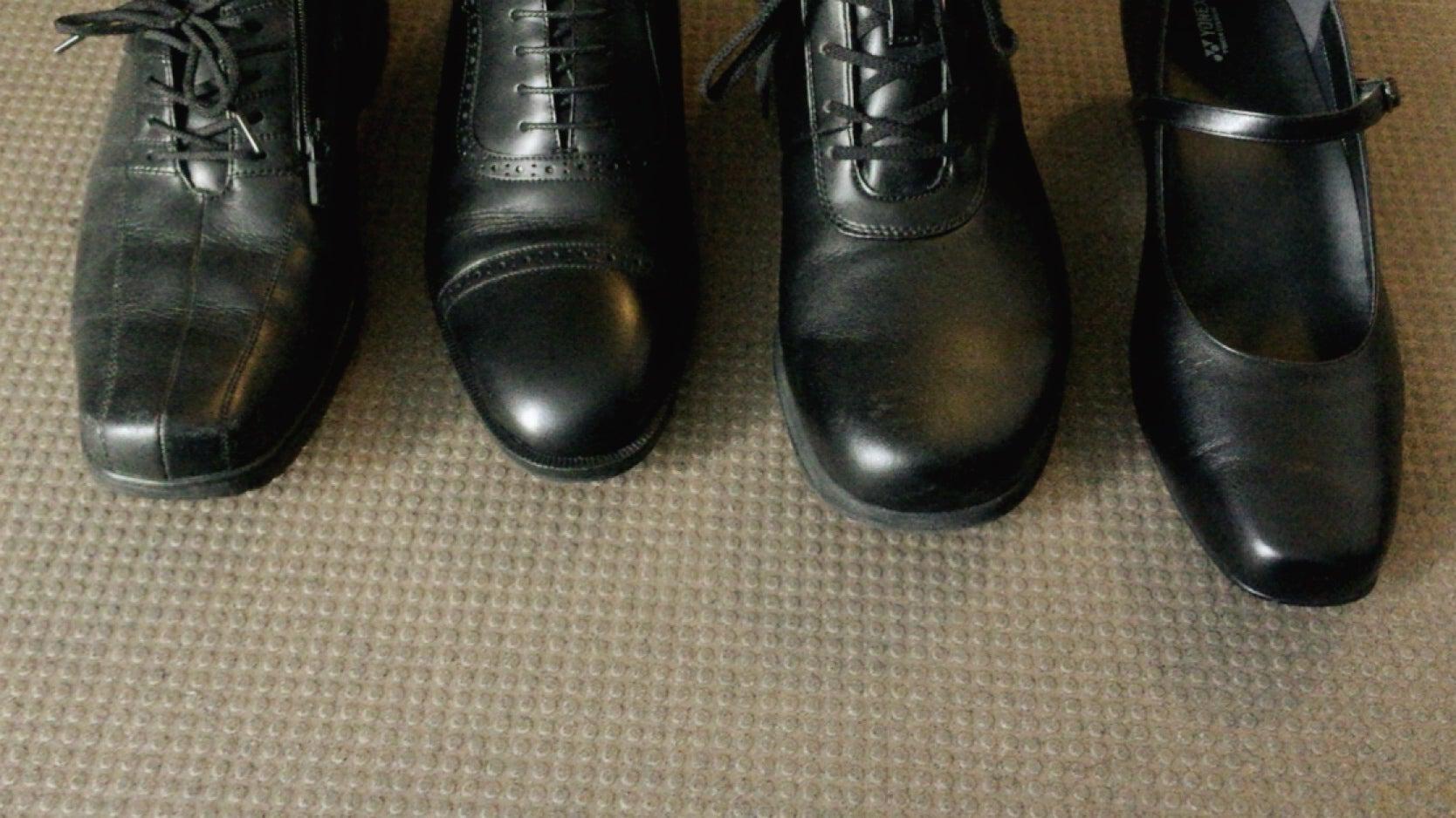 歩くと足指が痛い 爪の変色 なぜ?