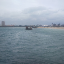 アラハビーチを見渡しての記事に添付されている画像