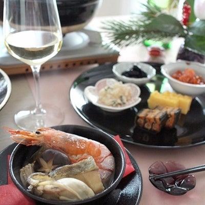 ひとり海鮮鍋と、「お節の残りもの」っぽいおつまみプレートの記事に添付されている画像