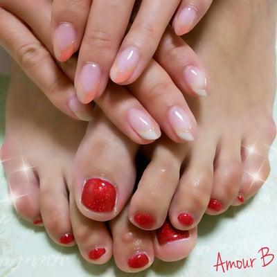 2色Vフレンチネイル&赤ラメフットネイル!の記事に添付されている画像