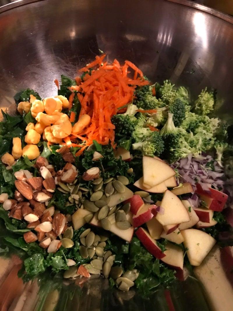 サラダ ケール ケールってどんな野菜なの?気になるその味や栄養の秘密から毎日の生活に取り入れるコツ│健康食品通販のファンケルオンライン