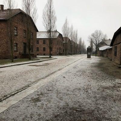 アウシュビッツ強制収容所の中の展示内容はの記事に添付されている画像