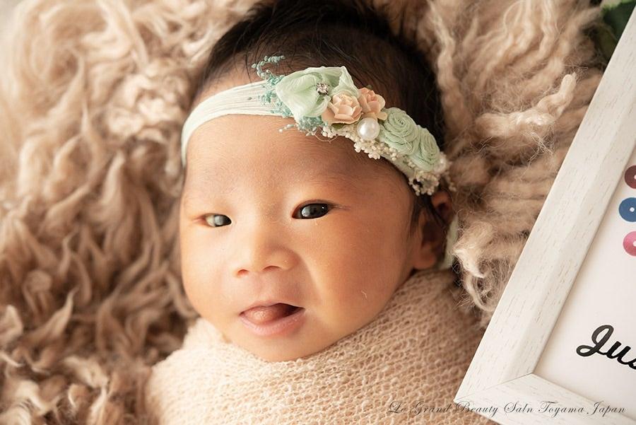 表情豊かな女の子新生児赤ちゃん♡