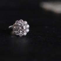 ダイヤ取り巻きリングの記事に添付されている画像