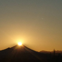 ダイヤモンド富士の待ち受けの記事に添付されている画像