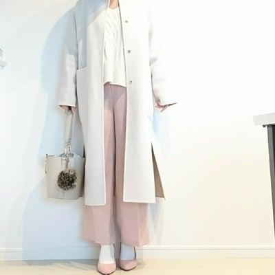 ホワイト×ピンクの甘め配色コーデの記事に添付されている画像