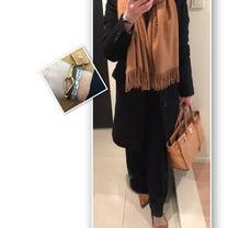 通勤コーデ☆ネイビー×キャメルのコーデの記事に添付されている画像