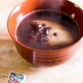 炊飯器で炊く小豆のお汁粉と北海道のお赤飯の画像