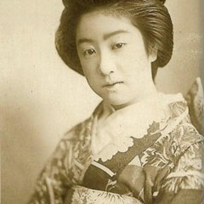 明治末に「日本一」と謳われた芸者  萬龍の記事に添付されている画像