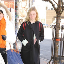 1/11  エル・ファニングの冬アウターコーデの記事に添付されている画像
