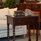初めてのアンティーク家具にもおすすめ 使いやすい小さなホールテーブルの記事より