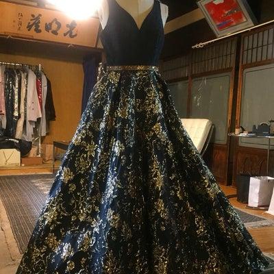 メゾソプラノ歌手のドレスをリクチュールの記事に添付されている画像