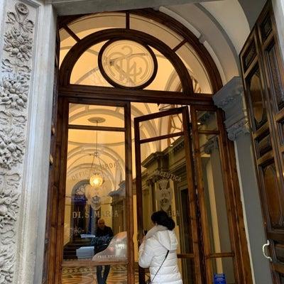 世界最古の『サンタ・マリア・ノヴェッラ薬局』フィレンツェ本店の記事に添付されている画像