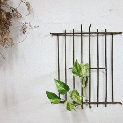 錆びた鉄網+試験管の壁掛け一輪挿し①の記事に添付されている画像