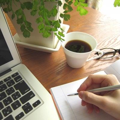 事務作業をするときに飲み物はどちらに置きますか?の記事に添付されている画像