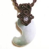 翡翠の勾玉ネックレスの記事に添付されている画像