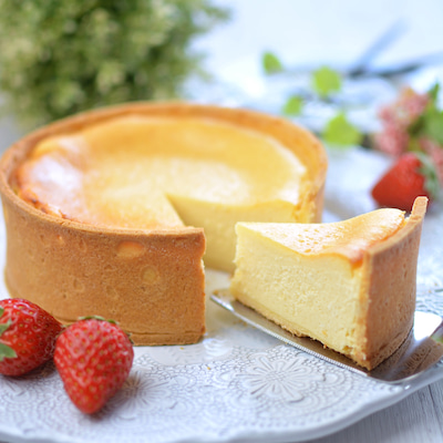 チーズタルトとルビーチョコのドリップケーキの記事に添付されている画像