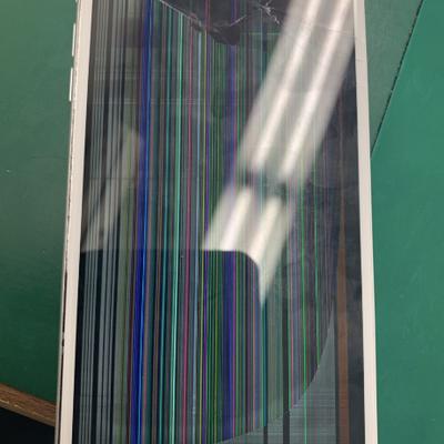 iPhone8Plus「このiPhoneは使用できません」この表示でも大丈夫ですの記事に添付されている画像