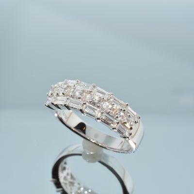 バゲットカットとメレダイヤモンドのリングの記事に添付されている画像