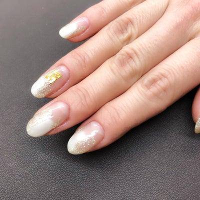 ダイヤモンドダストのような上品に輝くデザインネイル☆の記事に添付されている画像