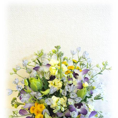 生花でふんわり春待ちアレンジメントの記事に添付されている画像