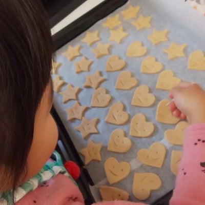 米粉のクッキーに顔を書いてみた。子どもとの料理も楽しみながら。の記事に添付されている画像