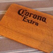 コロナビールのウッドプレートの記事に添付されている画像