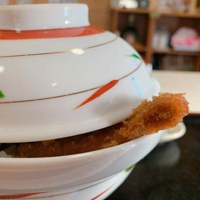 丼から食み出ちゃう「昭和のわらじカツ丼」*秩父小鹿野*の記事に添付されている画像