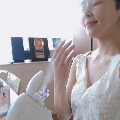 パーツモデルが行う手と首のケアの記事に添付されている画像