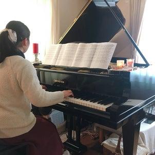 大学生のピアノレッスンからの画像