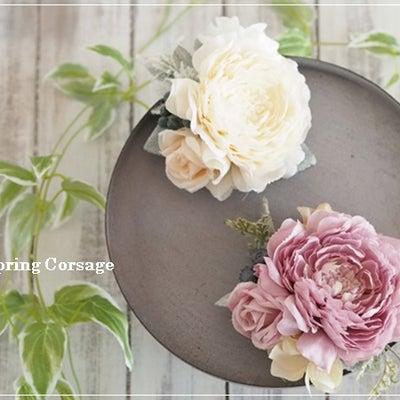 スプリングコサージュは人気のピンクとホワイトで♡春の色合わせのコツの記事に添付されている画像