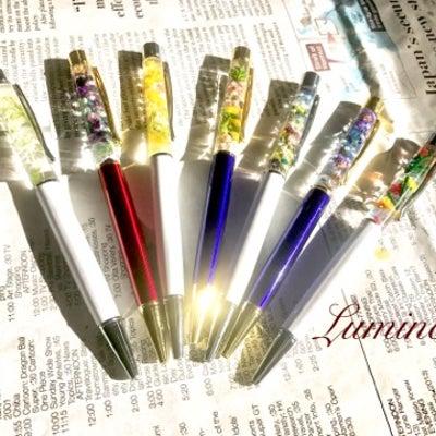 今年は手帳に添えるペンもお気に入りを。ハーバリウムボールペン7選の記事に添付されている画像