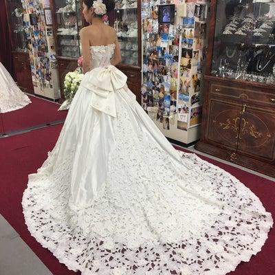 ウエディングドレスは、ラインが命です(^-^)の記事に添付されている画像