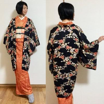 オレンジ×紺色で、お買い物に行くだけ~コーデの記事に添付されている画像