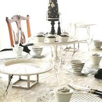 エミココキッチン☆テーブルコーディネートはモノトーンに差し色はシルバーで。。の記事に添付されている画像