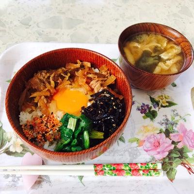 色々乗せた卵丼、油揚げとわかめと葱のお味噌汁〜❤︎の記事に添付されている画像