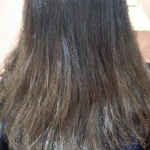 明るいカラーしている方もツヤツヤしっとり☆高難易度縮毛矯正の画像
