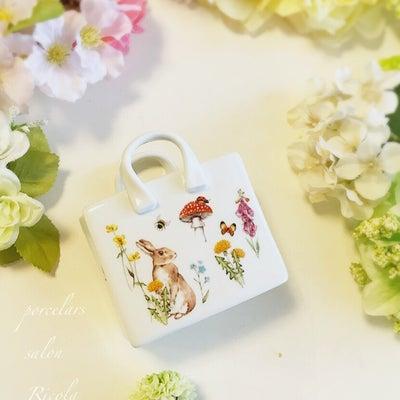 コロンと可愛いバッグ型白磁の記事に添付されている画像
