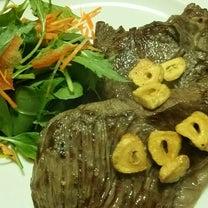ステーキと黒ごま生地のクリチベーコンのパンの記事に添付されている画像